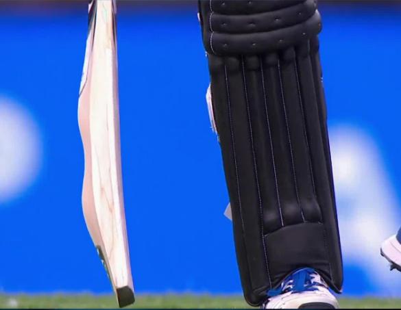 ऊंट जैसा बल्ला लेकर मैदान पर उतरे राशिद खान, 4 गेंदों में बनाया 20 रन तो भारतीयों ने उठाई ये मांग 13