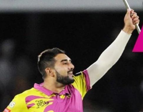 वीडियो : विकेट लेने के बाद तबरेज शम्सी ने बीच मैदान में रूमाल को बना दिया जादुई छड़ी 1