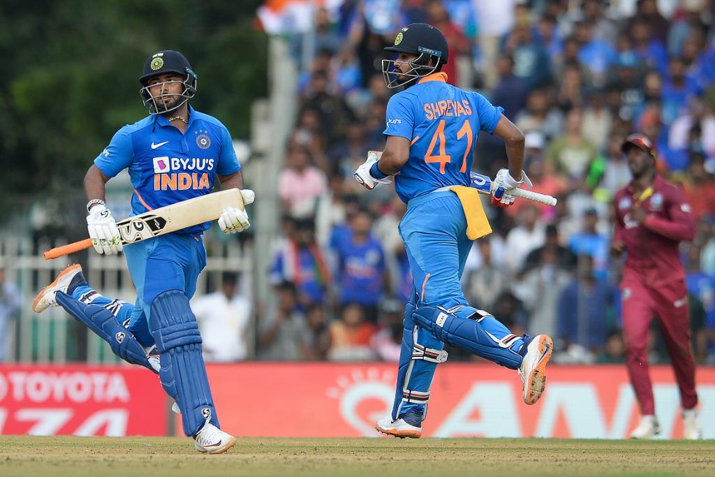 INDvWI, दूसरा वनडे: रोहित शर्मा, पंत, अय्यर और राहुल की हुई सोशल मीडिया पर तारीफ़, तो इस भारतीय खिलाड़ी का बना मजाक 2