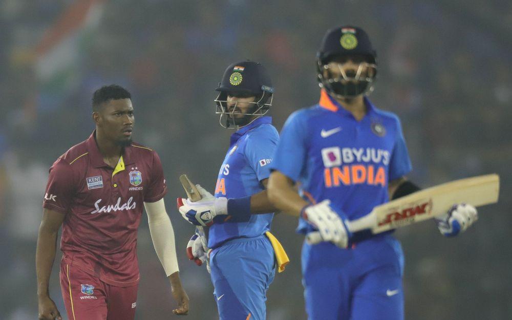 IND v WI : भारत की जीत के बाद सोशल मीडिया पर छाएं शार्दुल ठाकुर, इन खिलाड़ियों की भी हुई तारीफ