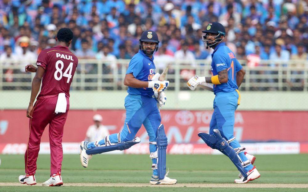 IND v WI : भारत की जीत के बाद सोशल मीडिया पर छाएं शार्दुल ठाकुर, इन खिलाड़ियों की भी हुई तारीफ 1