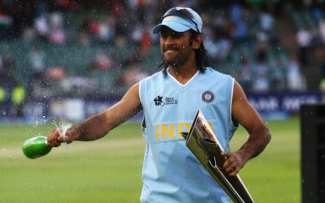 महेंद्र सिंह धोनी पूरे करने वाले हैं अंतर्राष्ट्रीय क्रिकेट में 15 साल, फैन्स ने जताई ख़ुशी 1