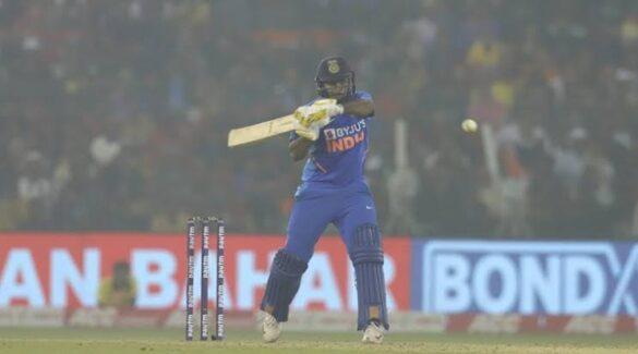 शार्दुल ठाकुर ने मैदान पर की चौके छक्के की बरसात तो ड्रेसिंग रूम से कप्तान विराट कोहली ने दी कुछ ऐसी प्रतिक्रिया 8