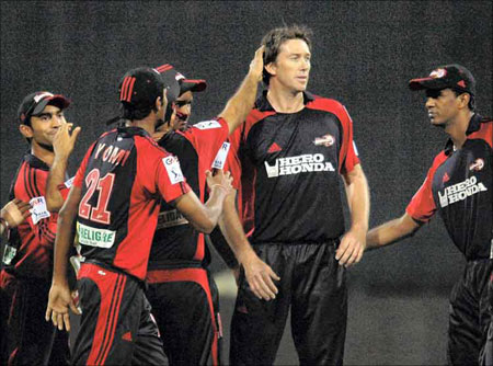 2008 में दिल्ली डेयरडेविल्स के सबसे पहले मैच की प्लेइंग XI के सदस्य अब कहाँ है और क्या कर रहे है? 12