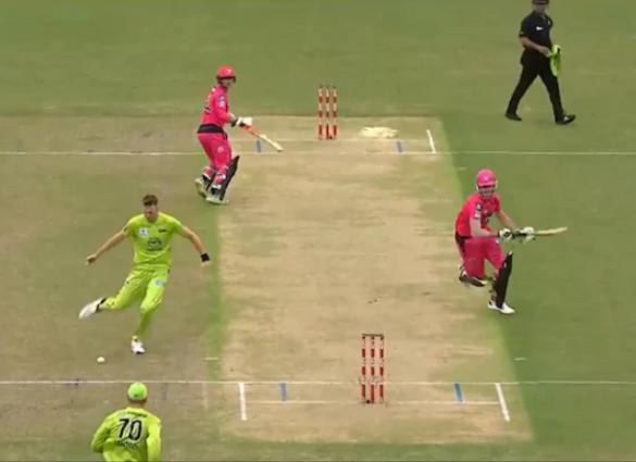 वीडियो:  बिग-बैश लीग में छाया विराट कोहली की टीम का ये खिलाड़ी, किया गजब का रन आउट 33