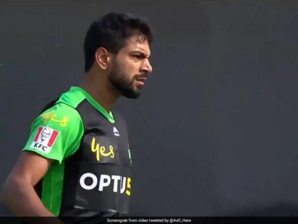 पाकिस्तान के इस गेंदबाज ने विकेट लेने के बाद किया गला काटने का इशारा, मचा बवाल 26