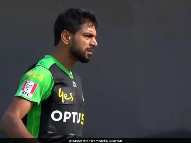 पाकिस्तान के इस गेंदबाज ने विकेट लेने के बाद किया गला काटने का इशारा, मचा बवाल
