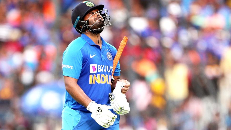 IND vs AUS: भारतीय टीम के साथ राजकोट नहीं गए ऋषभ पंत, सिर में लगी थी गेंद 1