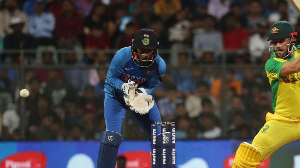 IND vs AUS- राजकोट में होने वाले दूसरे वनडे से ऋषभ पंत बाहर, ये खिलाड़ी होगा विकेटकीपर, तो लंबे समय बाद इन्हें मिल सकता है मौका 2