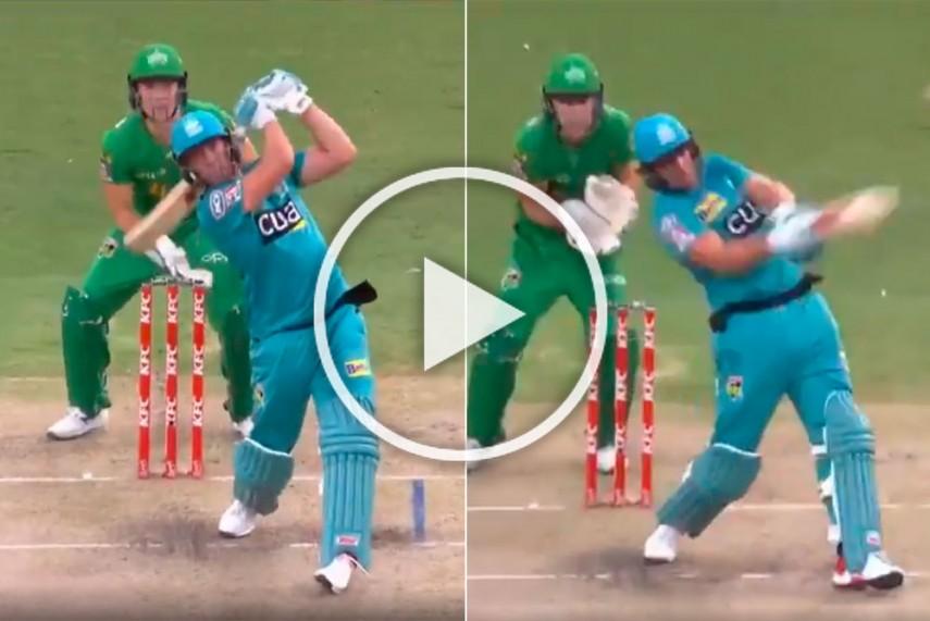 VIDEO : एबी डीविलियर्स ने जड़ा अविश्वसनीय छक्का, खेली 37 गेंदों में 71 रनों की तूफानी पारी