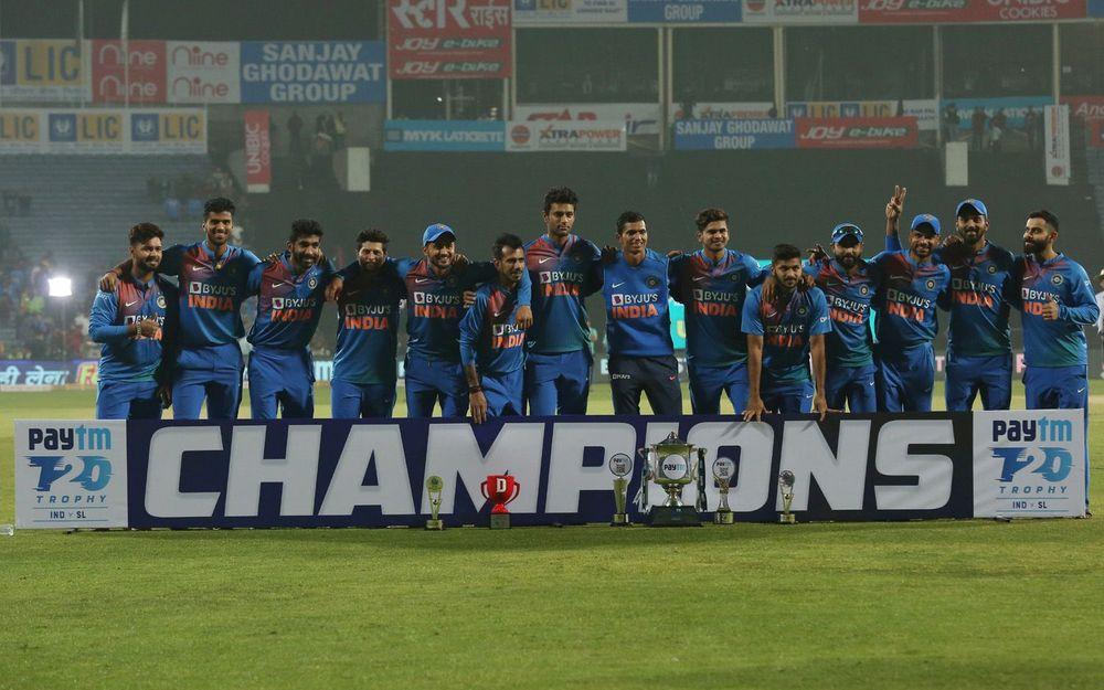 श्रीलंका पर जीत का जश्न मनाते समय भारतीय टीम की फोटो में नहीं दिखे संजू सैमसन, वजह आई सामने