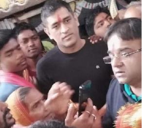 आईपीएल 2020 से पहले इस मंदिर में प्रार्थना करने पहुंचे महेंद्र सिंह धोनी 1