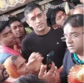 आईपीएल 2020 से पहले इस मंदिर में प्रार्थना करने पहुंचे महेंद्र सिंह धोनी