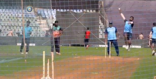 ऑस्ट्रेलिया के एकदिवसीय मैच से पहले तेज गेंदबाज जसप्रीत बुमराह नवदीप सैनी ने की तूफानी गेंदबाजी, देखें वीडियो