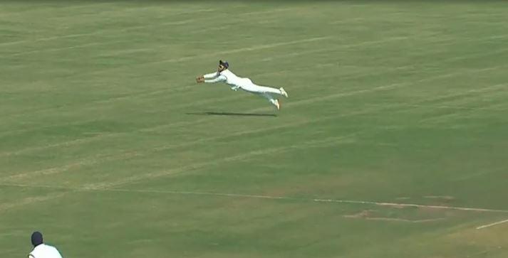मयंक मारकंडे ने रणजी ट्रॉफी मैच में स्पाइडरमैन की तरह हवा में उड़कर लपका कैच, देखें वीडियो