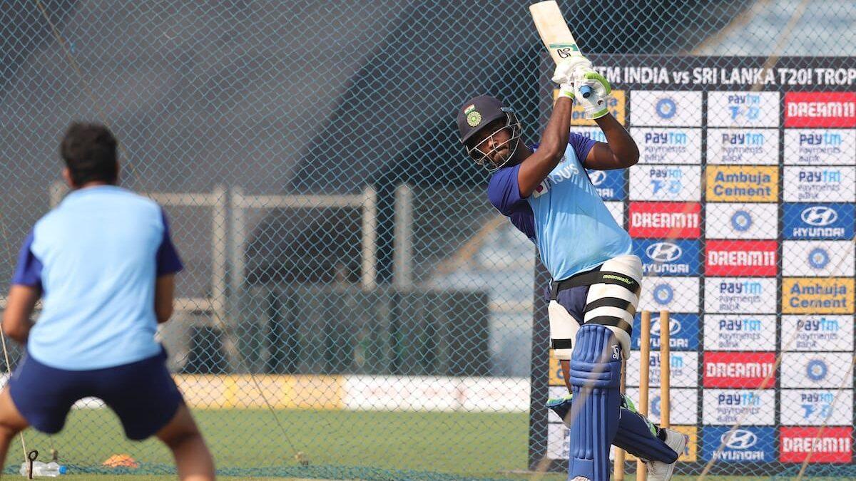 INDvsSL, तीसरा टी-20: संजू सैमसन को 2015 के बाद भारत के लिए पहली बार खेलने का मौका, देखने लायक है फैंस की खुशी