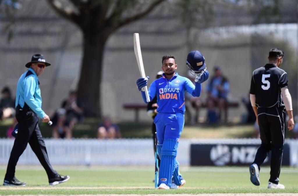 पृथ्वी शॉ ने 100 गेंदों में खेली 150 रनों की पारी, उठी भारतीय टीम में शामिल करने की मांग