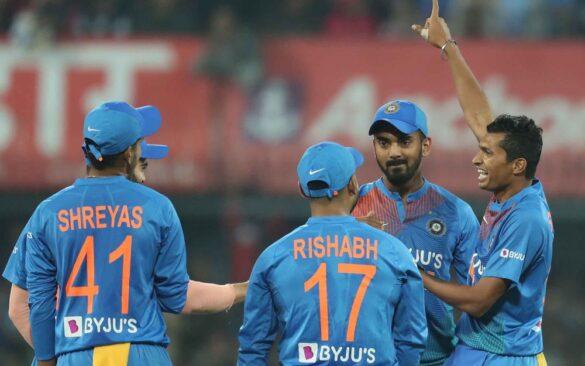 भारत की जीत के बाद सोशल मीडिया पर हुई इन खिलाड़ियों की तारीफ़ तो कप्तान कोहली का इस वजह से बना मजाक 16