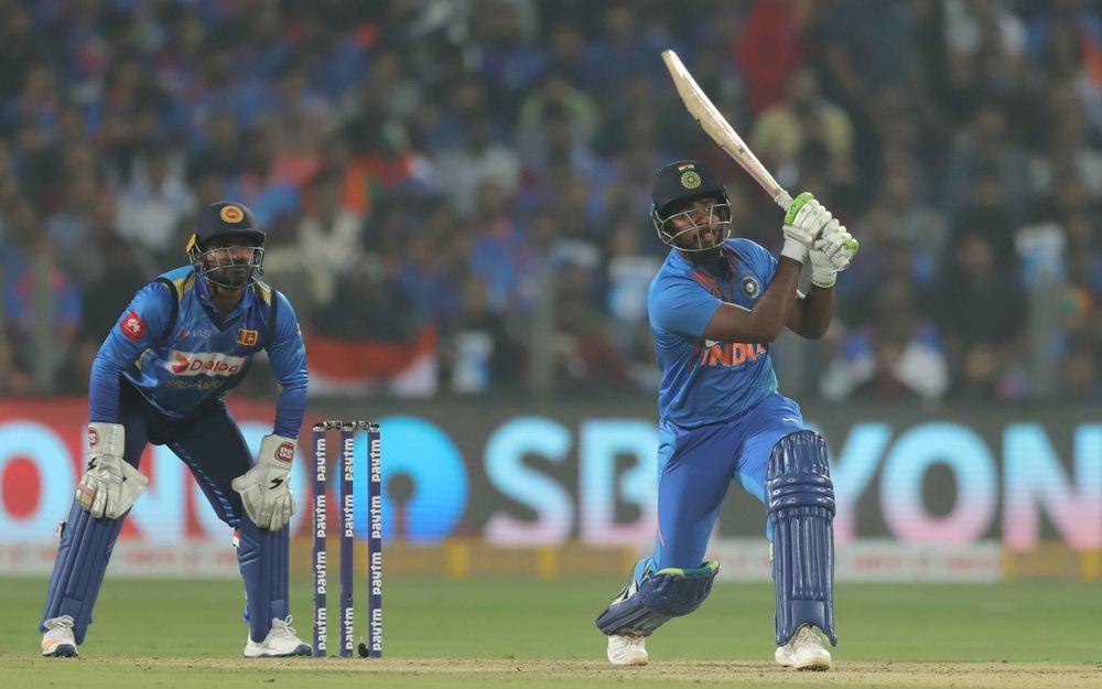 5 साल बाद टीम में आते ही संजू सैमसन ने जड़ा पहली ही गेंद पर छक्का, देखने लायक था विराट कोहली का रिएक्शन 1