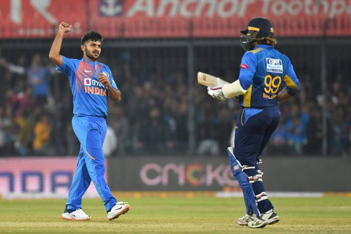 ओवर के अंतिम 2 गेंदों पर 2 विकेट लेने वाले शार्दुल ठाकुर तीसरे टी-20 के पहले गेंद पर विकेट लेने के बाद भी हासिल नहीं करेंगे हैट्रिक, जाने वजह 2