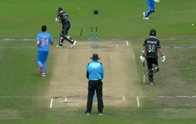 मोहम्मद सिराज ने न्यूज़ीलैंड के खिलाफ एक बार नहीं बल्कि 2-2 बार हवा में उखाड़ फेंका स्टंप, देखें वीडियो 1