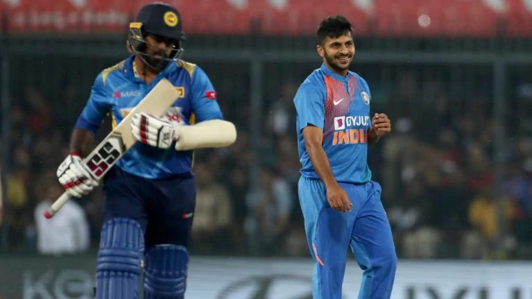 ओवर के अंतिम 2 गेंदों पर 2 विकेट लेने वाले शार्दुल ठाकुर तीसरे टी-20 के पहले गेंद पर विकेट लेने के बाद भी हासिल नहीं करेंगे हैट्रिक, जाने वजह 1