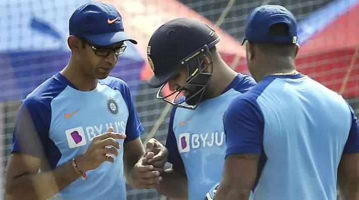 IND vs AUS: मुंबई वनडे से पहले टीम इंडिया के लिए बुरी खबर रोहित शर्मा नेट्स प्रैक्टिस के दौरान हुए चोटिल 1