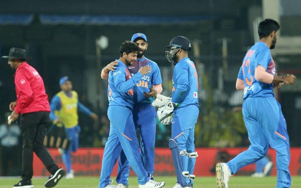 IND vs SL: श्रीलंका ने दिया 143 रनों का लक्ष्य, सोशल मीडिया पर छाए भारतीय गेंदबाज