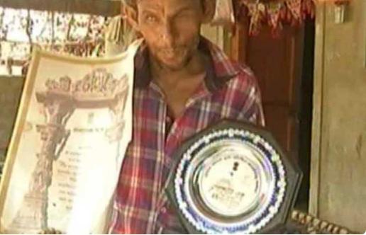 भारत को विश्व विजेता बनाने वाला यह क्रिकेटर अब जीविका चलाने के लिए भैंस चराना किया शुरू 3