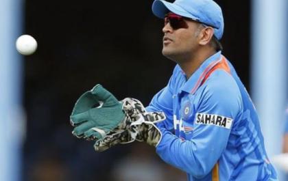 """शोएब अख्तर ने खत्म की विराट कोहली की परेशानी इस खिलाड़ी को बताया धोनी की जगह टीम इंडिया का नया """"मैच फिनीशर"""" 4"""