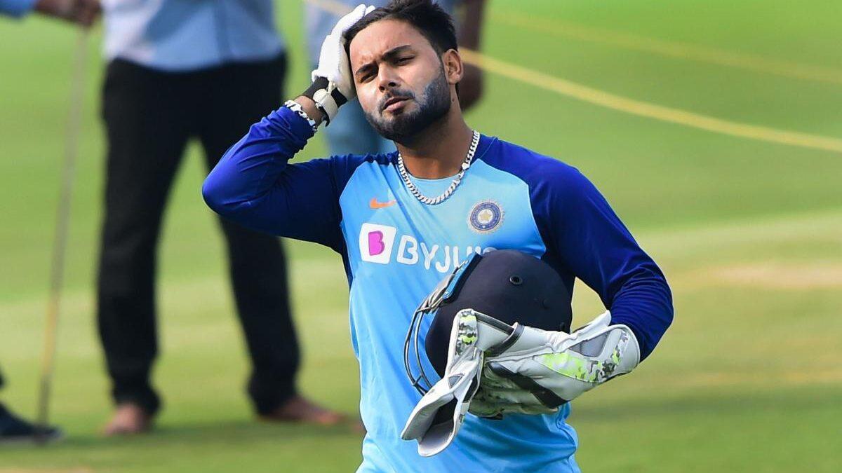 IND vs AUS: ऋषभ पंत सिर पर गेंद लगने की वजह से दूसरे वनडे से बाहर