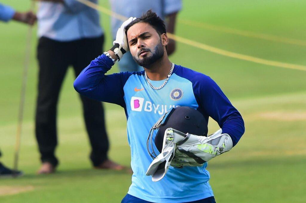 IND vs AUS: भारतीय टीम के साथ राजकोट नहीं गए ऋषभ पंत, सिर में लगी थी गेंद 2