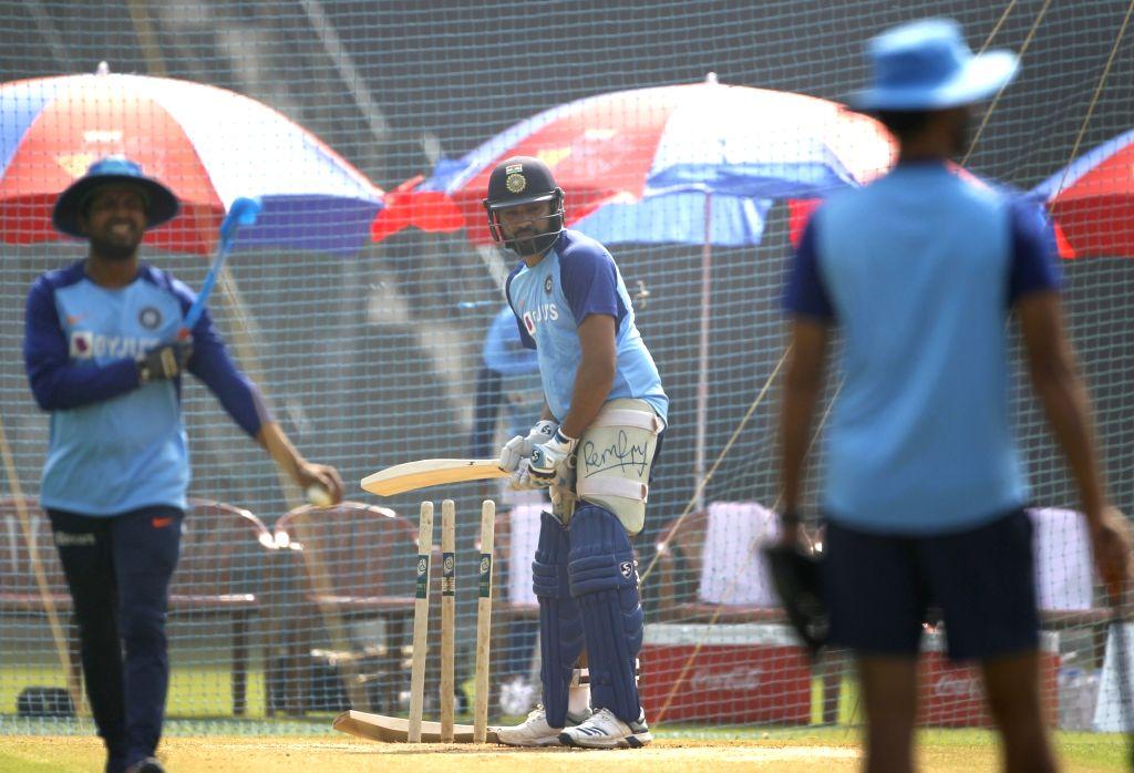 रोहित शर्मा ने अभ्यास के दौरान 3 गेंदों से दिखाई कलाकारी, देखने लायक था साथी खिलाड़ियों का रिएक्शन 1