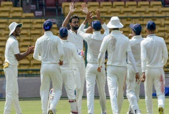 रणजी ट्रॉफी 2019-20 : सेमीफाइनल मुकाबले में सौराष्ट्र ने गुजरात को 92 रनो से हराकर फाइनल में बनाई जगह 2