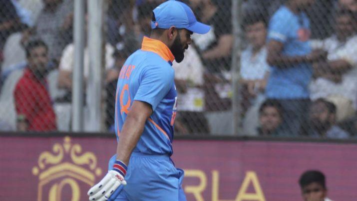 विराट कोहली कप्तान होकर भी अपने ही पैरों पर मार रहे कुल्हाड़ी, ऐसा रहा है नंबर 4 के 7 मैचों में उनका रिकॉर्ड 1