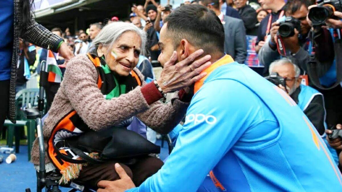 टीम इंडिया की सुपरफैन चारूलता का निधन