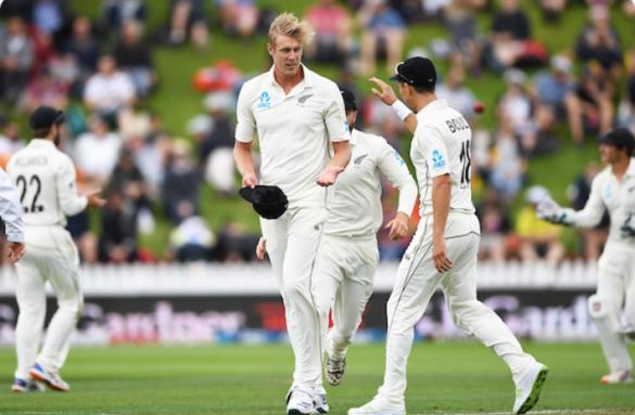 न्यूजीलैंड के खिलाफ वेलिंगटन टेस्ट में मुश्किल में नजर आई भारतीय टीम, सोशल मीडिया पर उड़ा मजाक 30