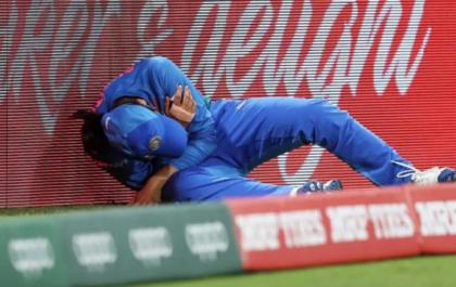 INDvAUS : भारतीय टीम को लगा बड़ा झटका, स्मृति मंधाना हुई गंभीर रूप से चोटिल 17
