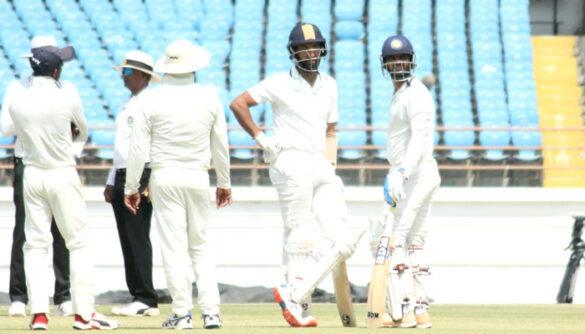रणजी ट्रॉफी: फाइनल मुकाबले में सौराष्ट्र की स्थिति मजबूत, बंगाल के लिए चौथा दिन अहम 19