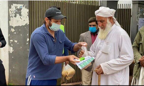पाकिस्तान और बांग्लादेश के क्रिकेटर कर रहे मदद तो सोशल मीडिया पर विराट एंड कम्पनी पर बन रहे ऐसे मीम्स 9