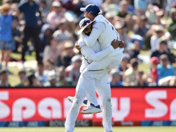 NZ v IND: साल का सर्वश्रेष्ठ कैच लपकने के बाद सोशल मीडिया पर छाए रविन्द्र जडेजा, फैंस ने दिए अलग अलग नाम 26