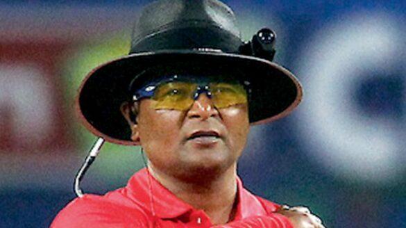 रणजी ट्रॉफी फाइनल मुकाबले में दिखा अजीब नजारा, एक ही अंपायर को दोनों छोर से करनी पड़ी अंपायरिंग 25