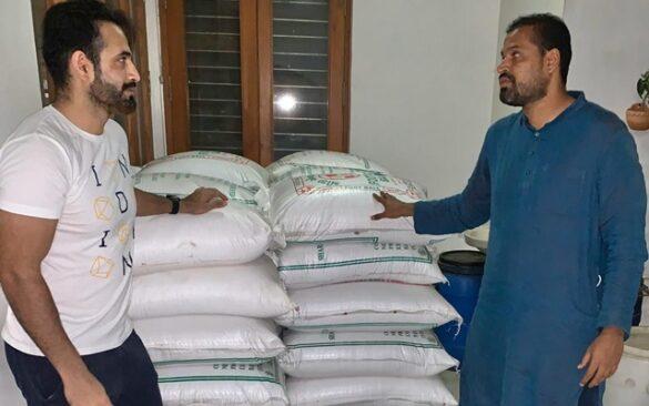 CORONAVIRUS: पठान बंधु एक बार फिर मदद को आए आगे मजदूरों में बांटे 10 हजार किलो चावल और आलू 2